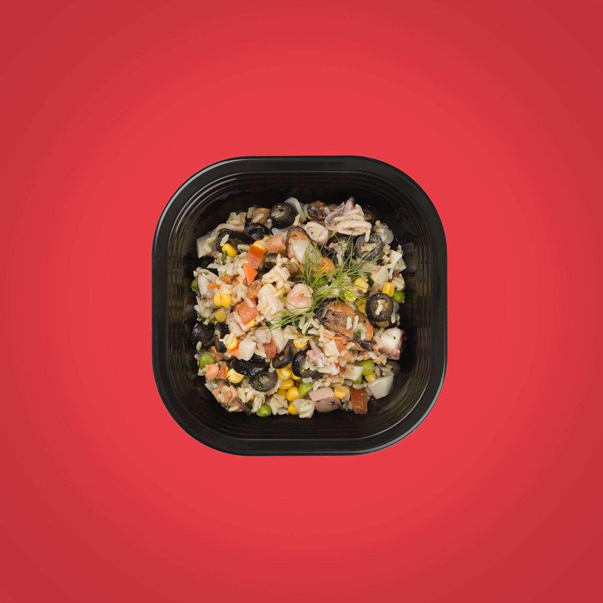 insalata di riso integrale ai frutti di mare piatto pronto a domicilio senza glutine