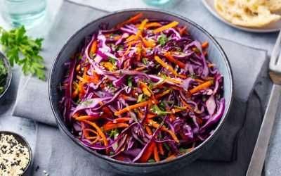 Mangiare insalata prima dei pasti, ecco tutti i benefici